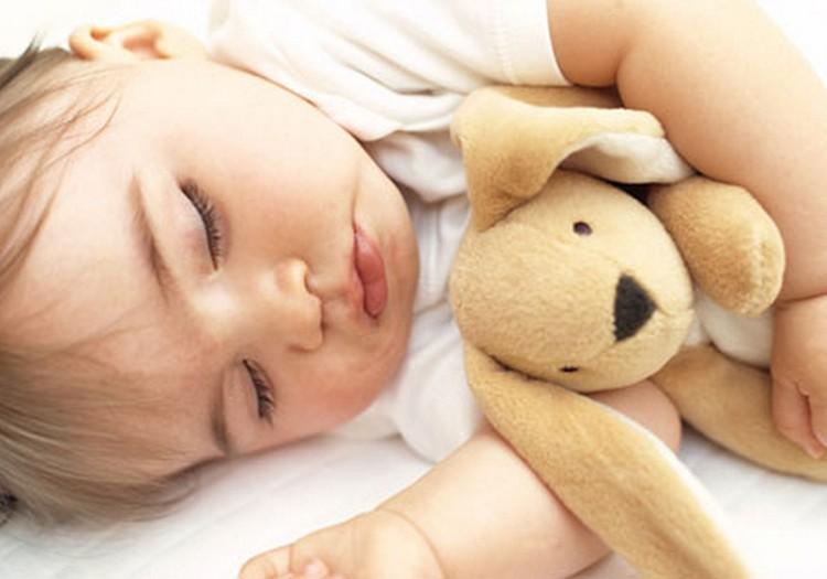 """Kaip užmigdyti mažylį """"su charakteriu""""? Pataria psichologė"""