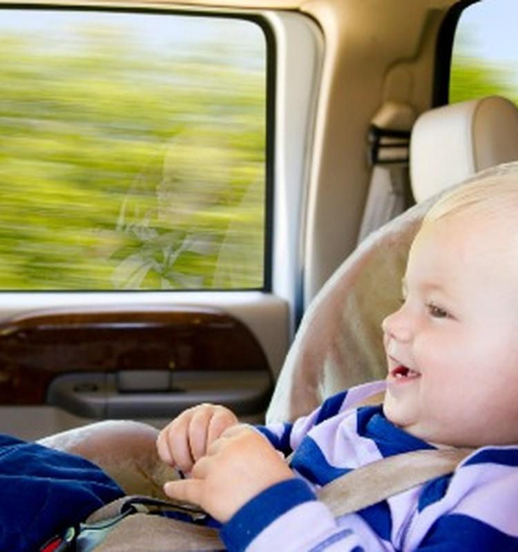6 patarimai, jei vaiką pykina automobilyje