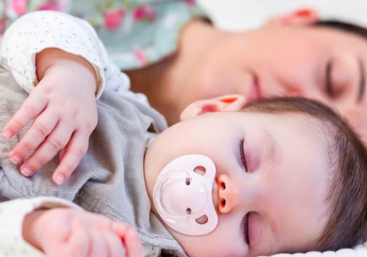 Kaip pripratinti mažylį miegoti atskirai: 5 patarimai