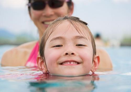 Kaip išmokyti vaiką plaukti? 5 patarimai