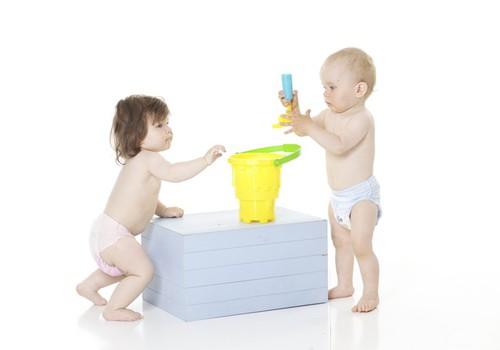 Jei 1 metų mažylis nestovi - derėtų susirūpinti