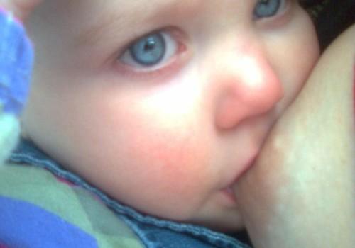 Palaima matyti, kaip kūdikio skruostu nusirita pienuko lašas...