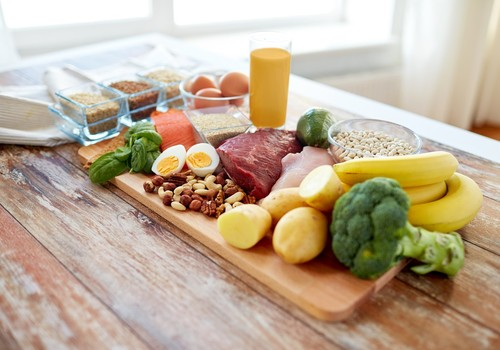 Kaip nepasimesti besikeičiančių dietų ir mitybos tendencijų labirinte?