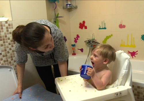VIDEO: Kada, kiek ir kokių papildomų skyčių duoti mažyliui?