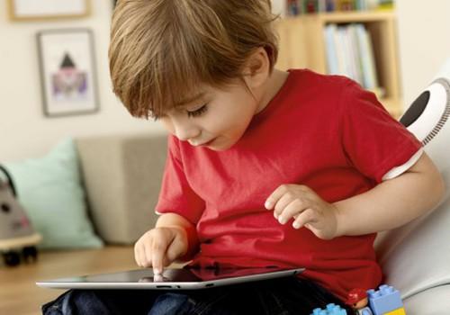 Ar tėvai turi nerimauti, jei jų vaikai nori žaisti mobiliaisiais telefonais?