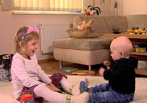 VIDEO: Berniukai ir mergaitės auga nevienodai - pagrindiniai skirtumai