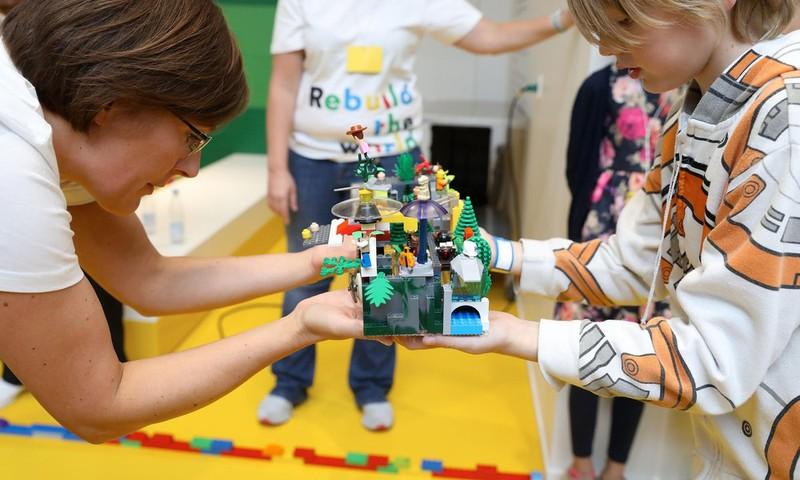 Vaikų žaidimai su LEGO® kaladėlėmis - begalinė erdvė vaizduotei ir kūrybai