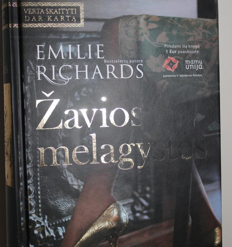 """Emilie Richards """"Žavios melagystės"""""""