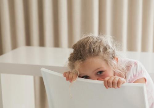 4 metų vaikas labai drovus - kaip elgtis? Pataria psichologė