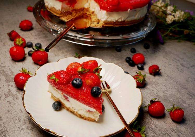4 patarimai šventiniam Joninių stalui + jogurtinio braškinio torto RECEPTAS