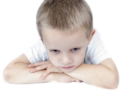 Agresyvūs vaikai darželyje: kaip elgtis