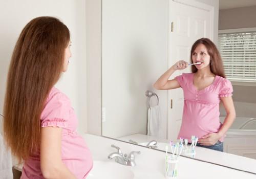 Dantų priežiūra besilaukiančioms mamoms ir jau sūpuojančioms mažylį