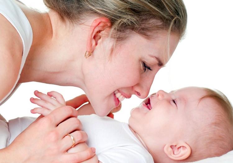 Kaip stiprinti mamos ir kūdikio ryšį: R. Šemetos patarimai