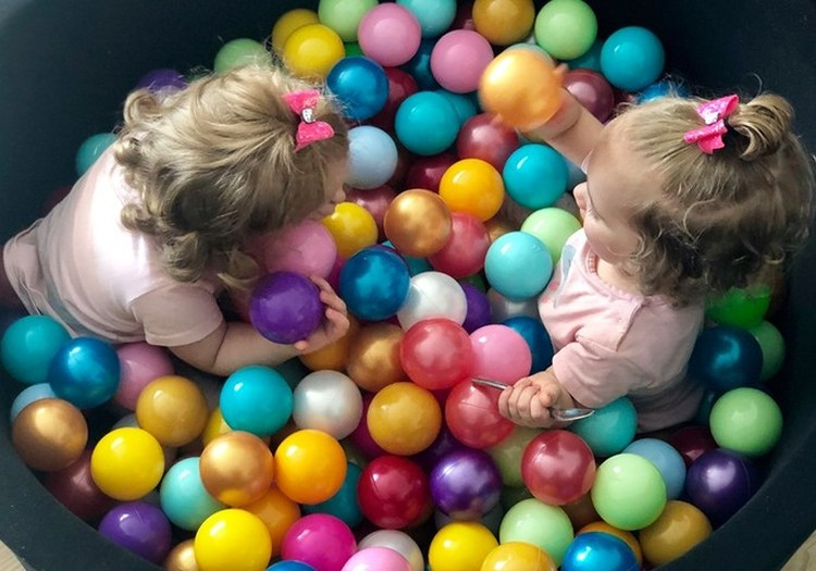 4 spalvoti eksperimentai: žaidžiame su vaikais