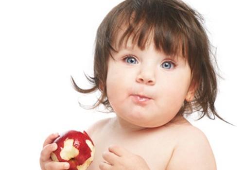 Kokie obuoliai labiausiai tinka mažylio meniu?