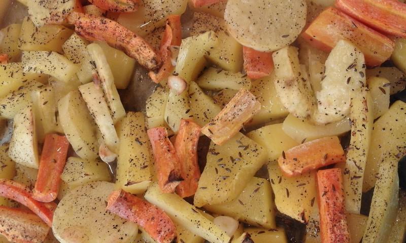 Orkaitėje keptas moliūgas su daržovėmis