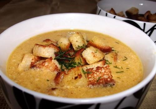 Tiršta sūrio sriuba su skrebučiais