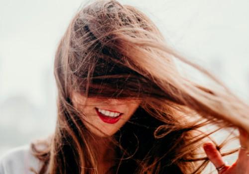Vaistininkės patarimai, kaip iki pavasario sugrąžinti plaukams sveiką išvaizdą
