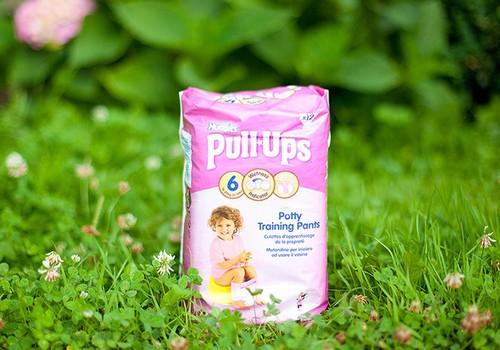 Sauskelnės Huggies ® Pull-Ups ® - mažajai princesei pasirengusiai draugauti su puoduku