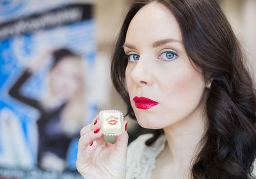 Kaip pasidaryti tobulą makiažą su raudonomis lūpomis?