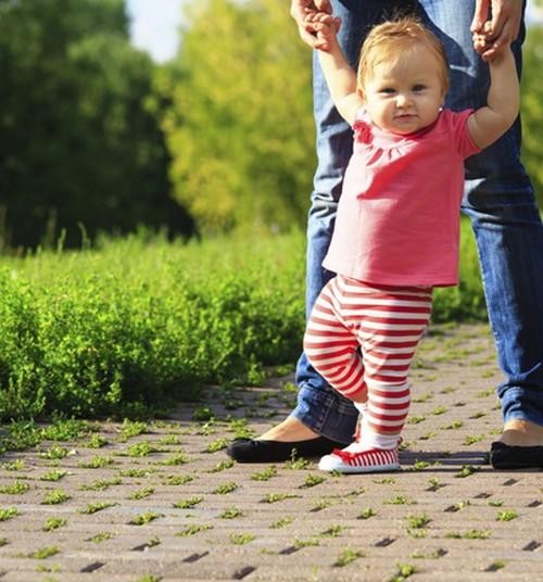 Mažyliui - metukai, bet jis nenori vaikščioti: ar sunerimti?
