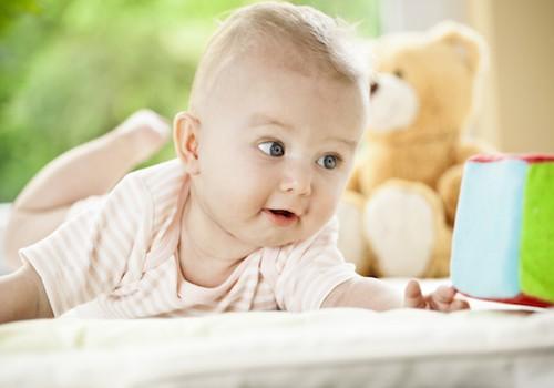 DISKUSIJA: Negaliu nė sekundei palikti mažylės - ar tai normalu?