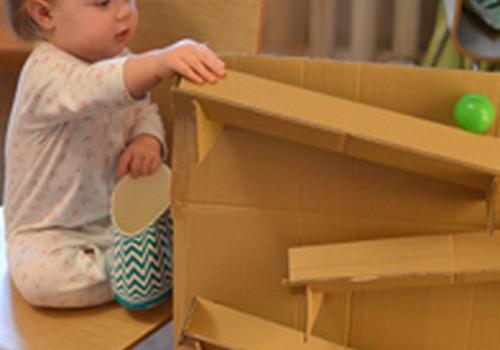 Žaidimas iš kartoninės dėžės