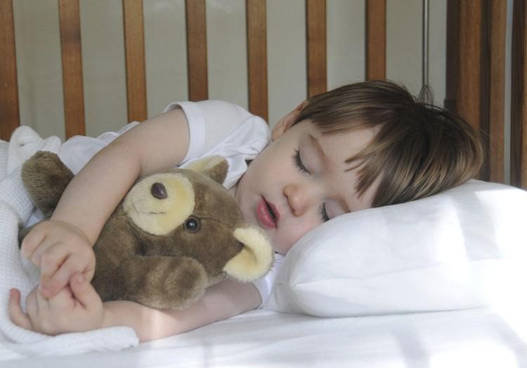 5 patarimai, kaip be streso įpratinti vaiką miegoti savo lovelėje