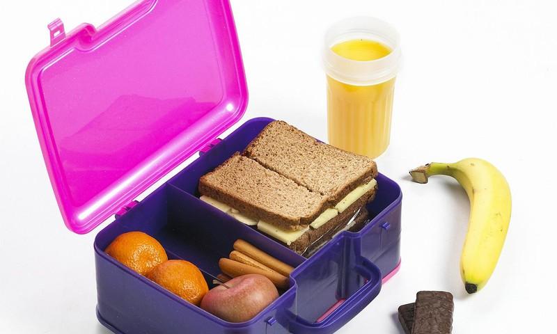 Mokyklinė priešpiečių dėžutė – ką dėti, kad vaikas valgytų?