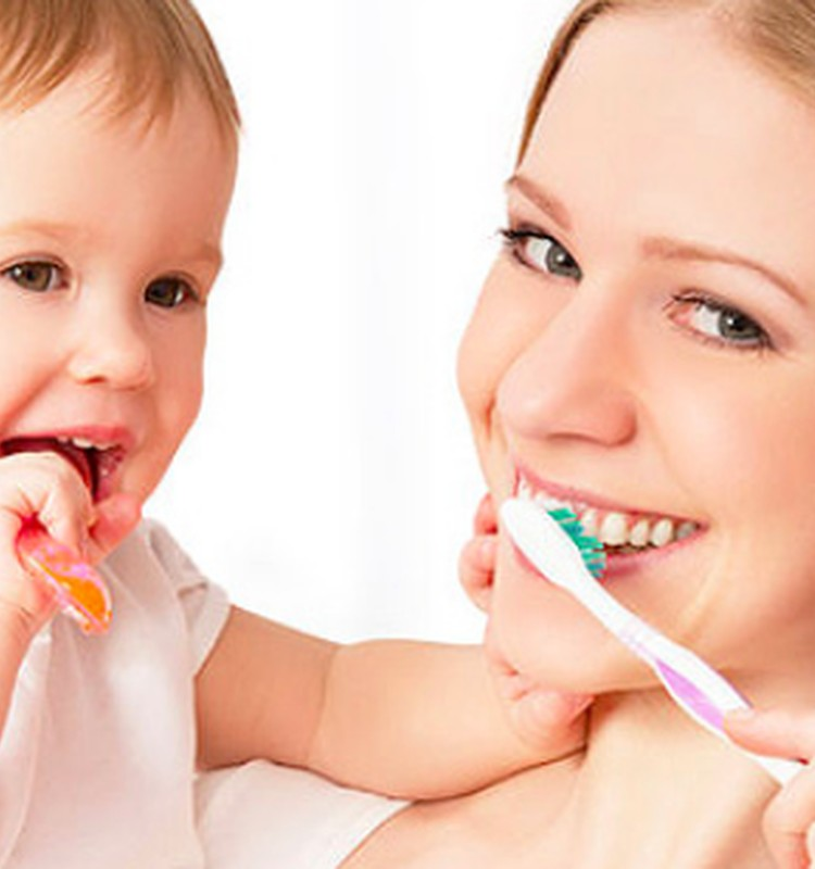 Ar po kiekvieno maitinimo valyti mažylio dantukus?