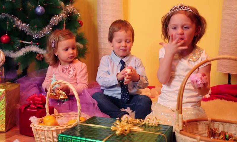 Kaip ugdyti tinkamą vaikų mitybą švenčių metu?