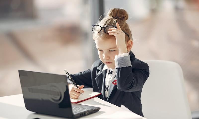 Tyrimas: nuotolinis mokymasis vaikams patiko labiau nei tėvams
