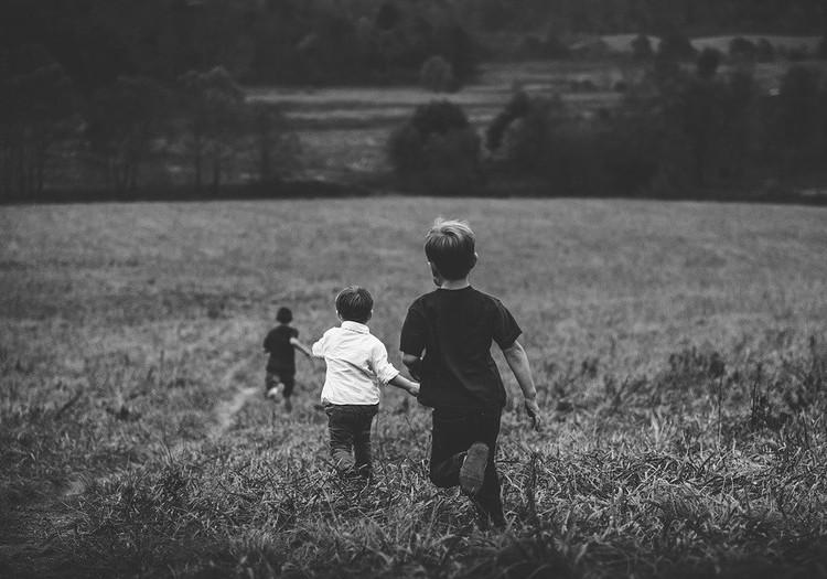 Šeimos gidas: 9 senoviniai (mūsų vaikystės) lauko žaidimai vaikams
