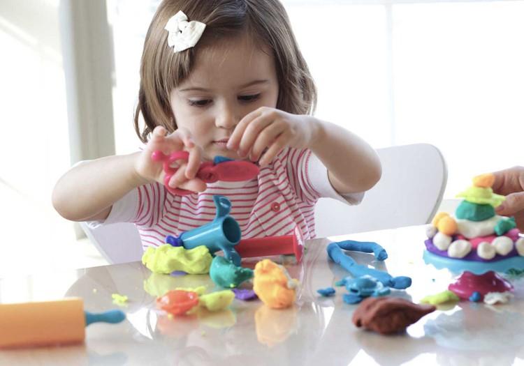 Namie su ikimokyklinuku: užduočių idėjos tėvams ir mokytojams