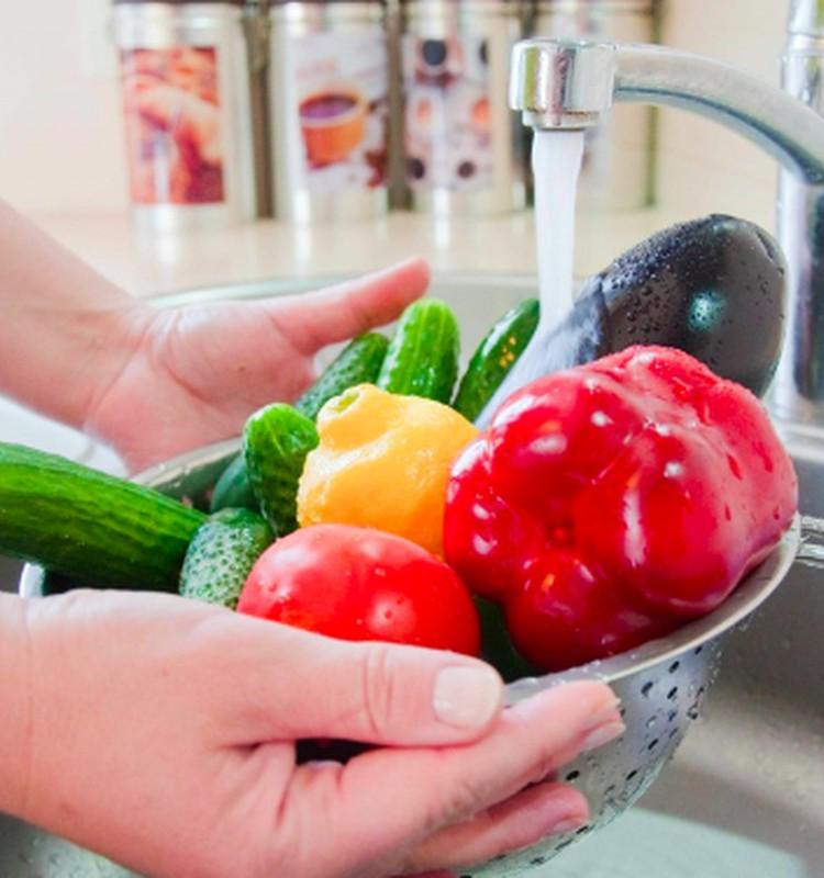 Ar verta vaisius ir daržoves plauti soda: specialistės komentaras