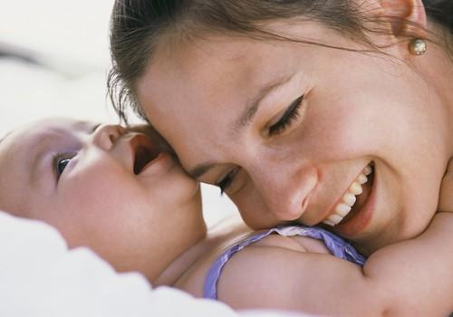 Kada kūdikis atpažįsta mamos balsą?