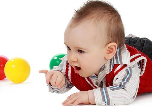 Beveik 8 mėnesių mažylė dar nesėdi: konsultuoja kineziterapeutė