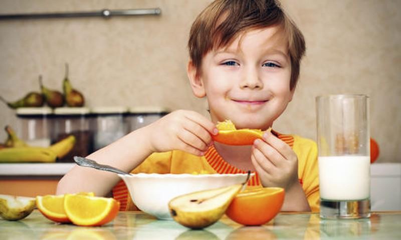 Ką geriausia vaikams valgyti pusryčiams: dietologės patarimai