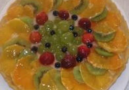 Gaivus pyragas su vaisiais ir uogomis