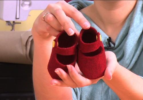 Kaip pasiūdinti mažyliui pirmuosius batukus: VIDEO patarimai