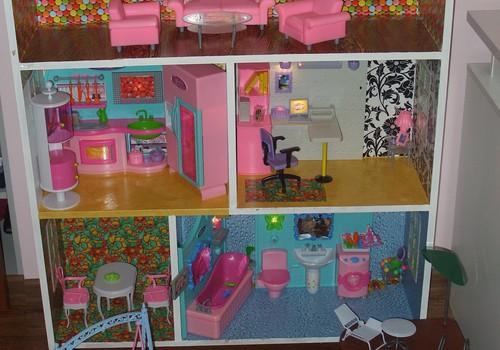 Tečio sukaltas lėlių namas tiek mažam, tiek didesniam