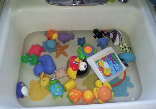 Kaip tinkamai plauti ir valyti vaikiškus žaislus?
