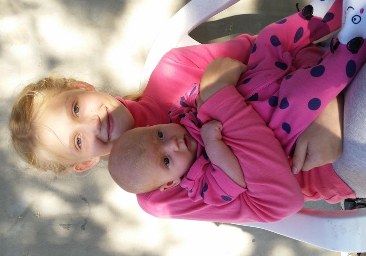 Saulėlydžio šeimos vasara : Meilei Jonei jau 2 mėnesiai