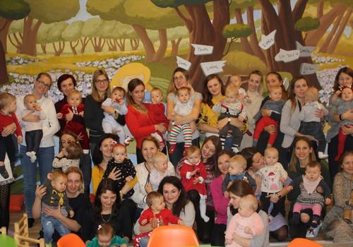Pirmųjų šimtmečio mažylių gimtadienis virs pilietiškumo pamoka