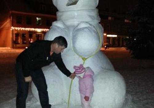Sniego skulptūros vilioja vaikus