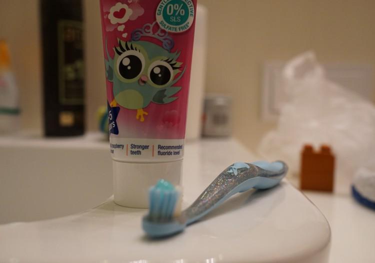 Valom dantukus su Jordan dantų pasta