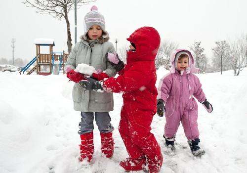 Vaikų žaidimai lauke reikalingi ir žiemą: idėjos, ką veikti