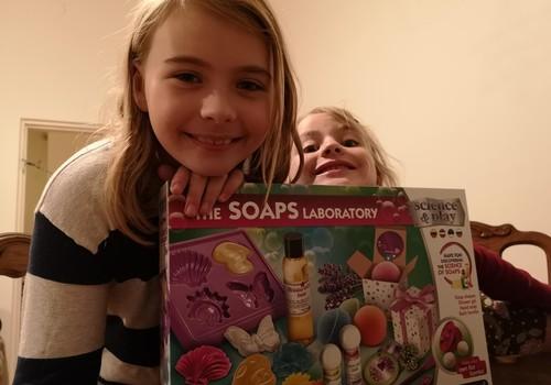 Metodas, kuris sugundys vaikus dažniau plauti rankas