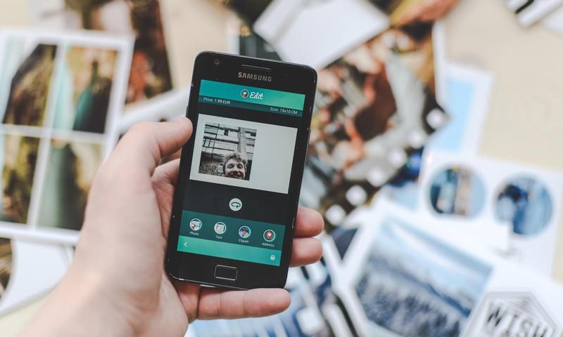 Užkrečianti naujovė: atvirlaiškių siuntimas iš telefono