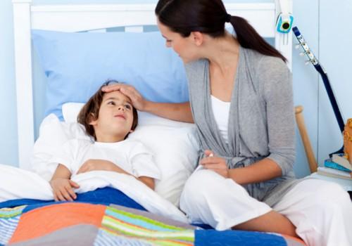 Viena dažniausių tėvų klaidų - jie pamiršta ligoniukui dažniau pasiūlyti gerti